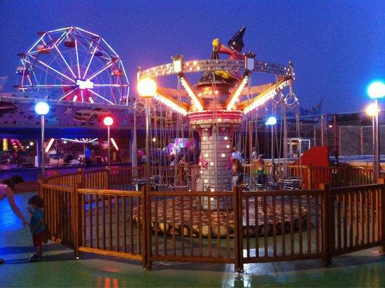 Sueno Hotels Beach Side: В Лунапарке есть атракционы на любой вкус.