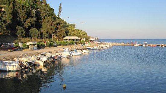 Corfu Holiday Palace: Local Beach