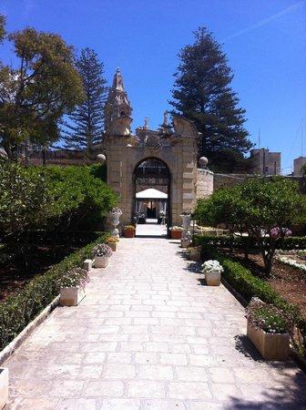 Palazzo Parisio & Gardens: Superb Gardens