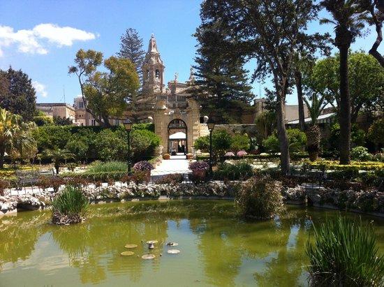 Palazzo Parisio & Gardens: Beautifull