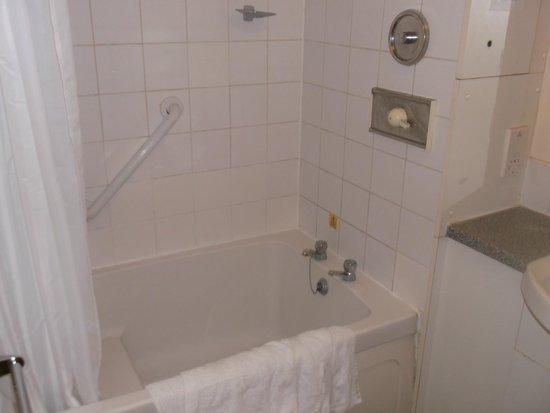Pontins Pakefield Holiday Park: bathroom was clean