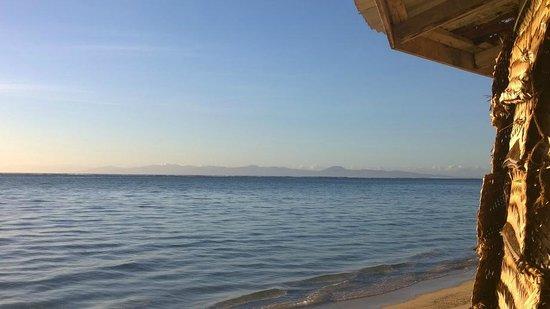 Joelan Beach Fales: Looking back towards Upolu