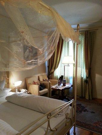 Hotel Schwarzer Adler: Four poster grace