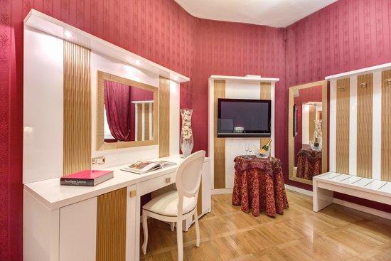 Relais Fontana Di Trevi : Junior Suite