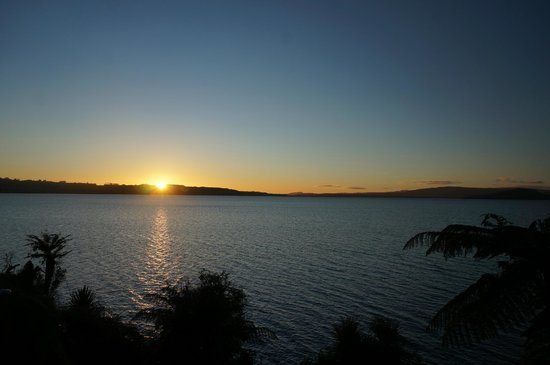 Lake Rotorua: sunrise