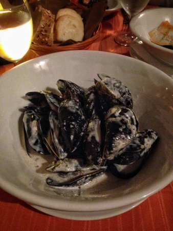Dalmatino Dubrovnik : mussels in white wine creamy sauces - must try