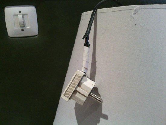 Hostal Armesto: cable eléctrico remendado por aficionado
