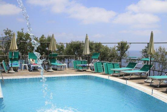 Punta Chiarito Resort Hotel Ristorante: Piscina termale del corpo centrale