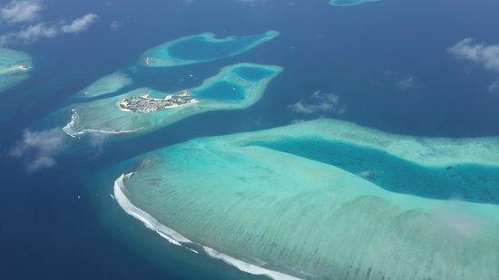 Vilamendhoo Island Resort & Spa: Вид на острова