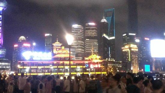 Zhongshan Road: ぶれてるけど遊覧船