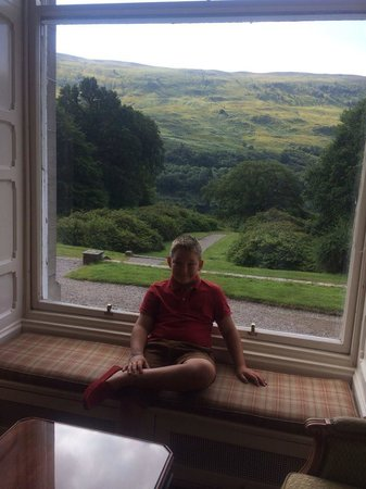 Glengarry Castle Hotel: Taking Tea in the Castle Hotel Drawing Room