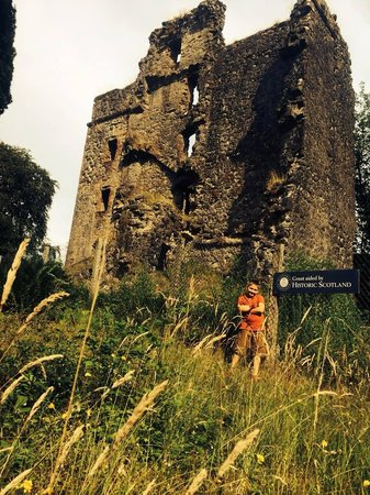 Glengarry Castle Hotel: Read up on the ruins....you will be enthralled