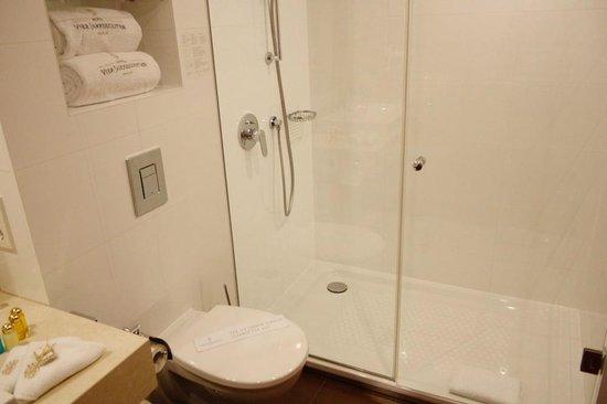 Hotel Vier Jahreszeiten Berlin City: Bathroom