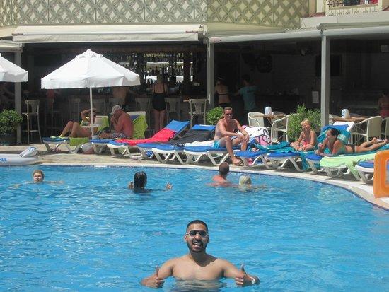 Sun City Apartments: Pool