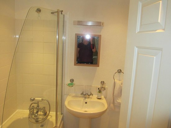 "Hillcrest House : Bathroom of the ""Moray"""