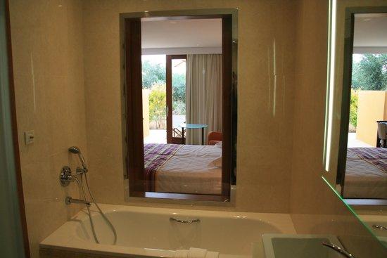 Kernos Beach Hotel : Bathroom view