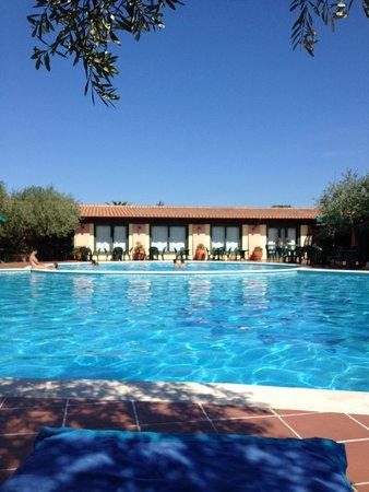 Villaggio Alba Dorata : La piscina grande