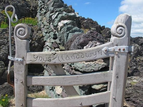Anglesey Walking Holidays - Day Tours : ynys llanddwyn