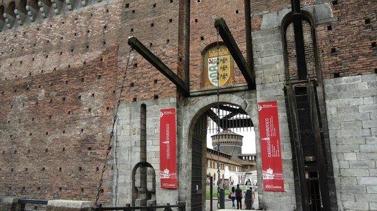 Castello Sforzesco: Подъёмный механизм ворот