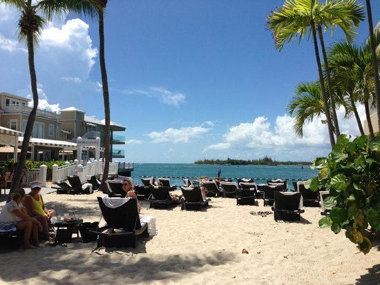 Pier House Resort & Spa: Very nice beach.