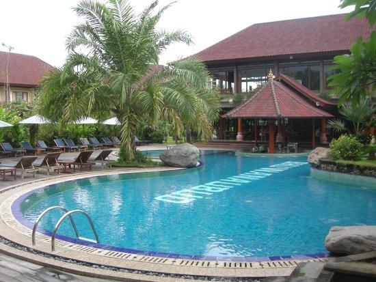 Bhuwana Ubud Hotel: Pool area