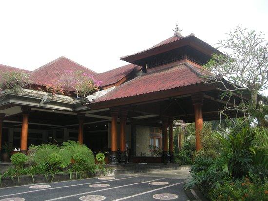Bhuwana Ubud Hotel: Main entrance,, lobby area