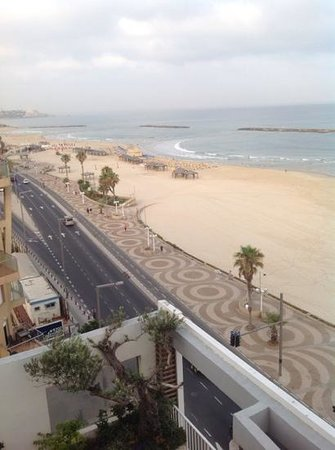 Sea Executive Suites: view from room 81 of the beach at Tel Aviv