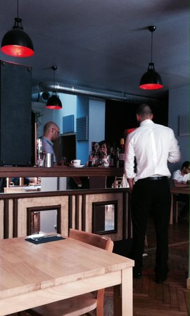LA RUCHE AUX DEUX REINES : Bar