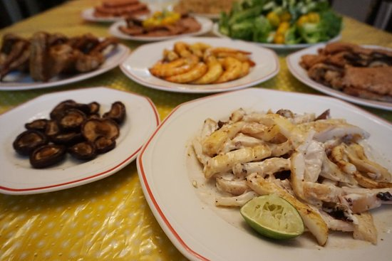 Hilltop Bungalow: BBQ Dinner