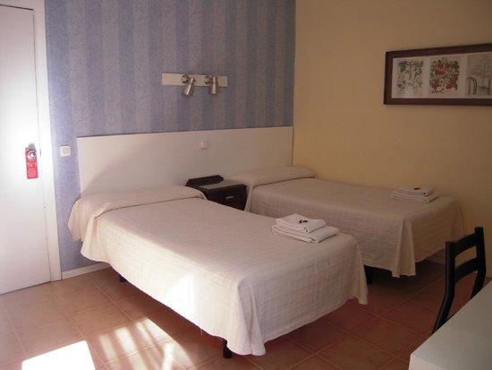 Hostal la Zona: doble 2 camas segunda planta