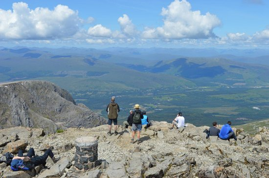 Ben Nevis : The heat getting to people