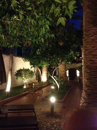 Pepi Boutique Hotel: Incantevole giardino da Pepi Studios