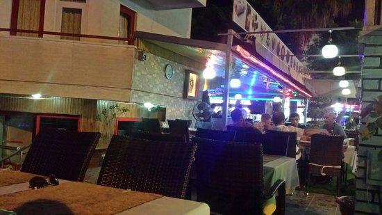 Semiz Apart Hotel: Bar area