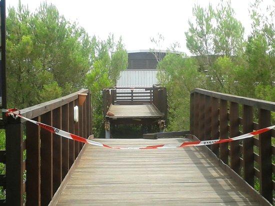 Castellaneta, Italia: ponte crollato accesso alla spiaggia