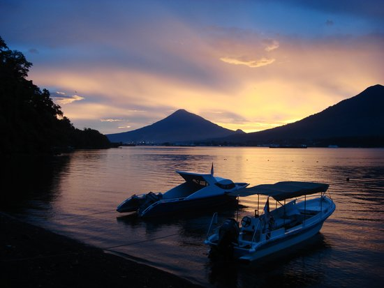 Two Fish Divers Lembeh: Volcanic sunset