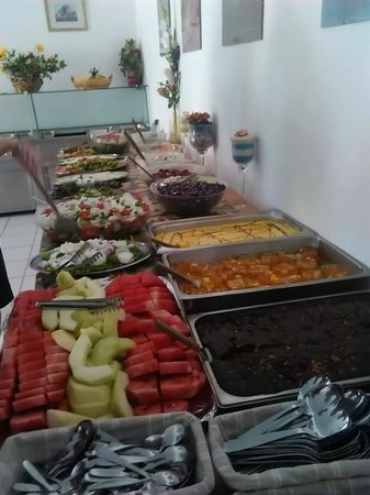Lambi Hotel: food