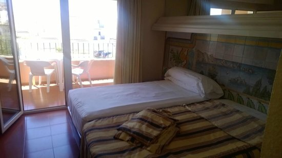 Vera Playa Club Hotel: Outward facing room with twin beds