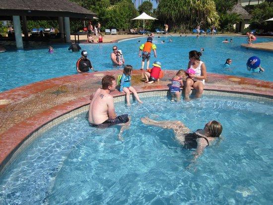 Naviti Resort: Pool