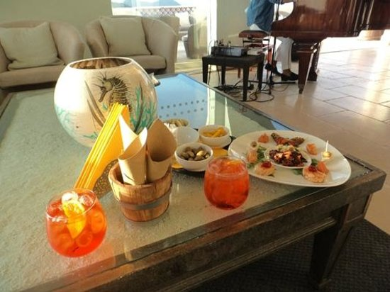 Therasia Resort : Aperitivo al bar dell'albergo, al tramonto