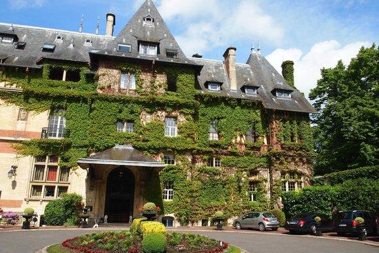 Hôtel Château de Montvillargenne : La façade avanr