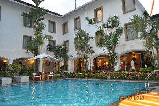 Trident, Cochin: Trident Kochi poolside