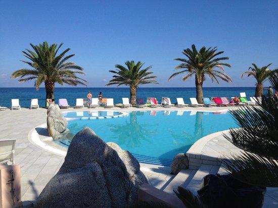 Hotel Cala di Volpe: Morgens am Hauptpool