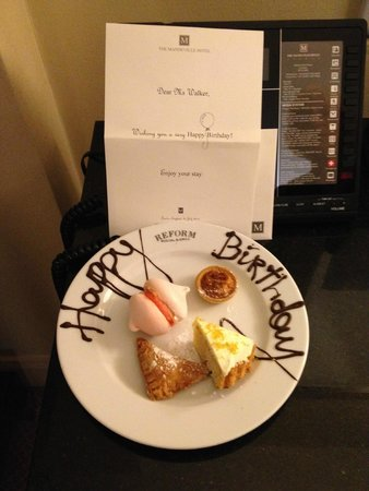 The Mandeville Hotel: Birthday treats in the room