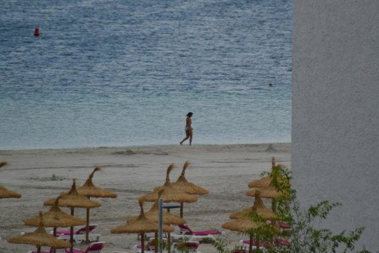 Aparthotel Ferrer Maristany : Alcudia beach view from room