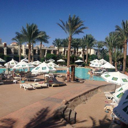 Rehana Royal Beach Resort & Spa: pool area