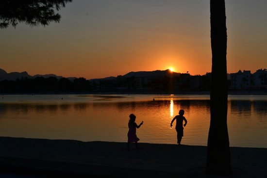 Aparthotel Ferrer Maristany : Yet another sunset over Alcudia beach