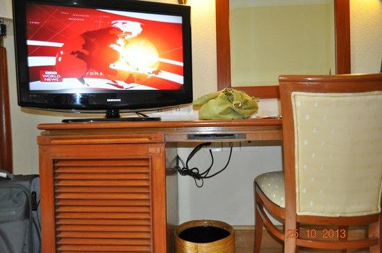 Trident, Cochin: The Desk & TV