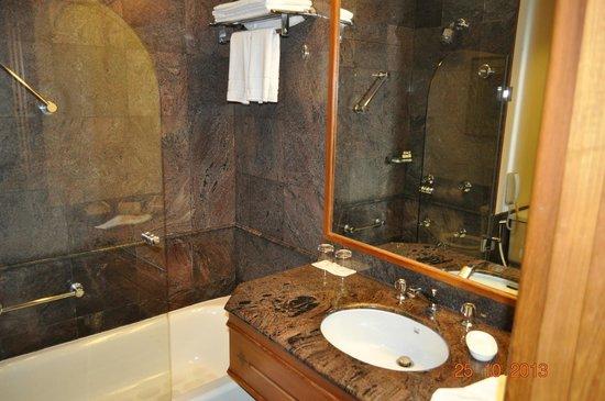Trident, Cochin: Bathroom