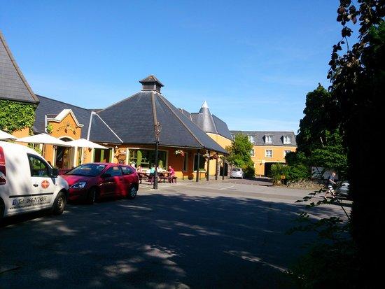 Meadowlands Hotel : Exterior