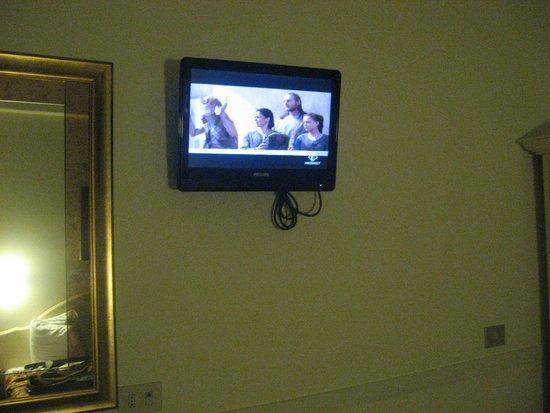 Hotel Italia: Una pequeña televisión por si os apetece ver la tele en italiano.